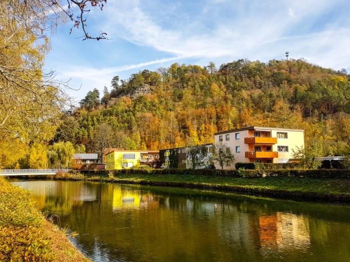 Der Gaehnende Stein hoch ueber Sulz am Neckar