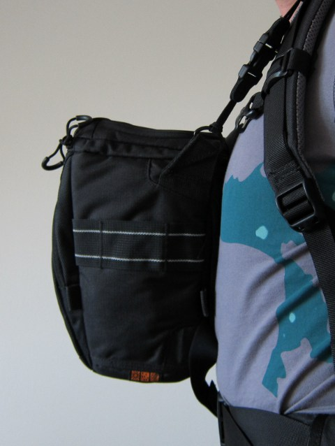 flexible befestigung der kameratasche am rucksack mit optech kameragurt. Black Bedroom Furniture Sets. Home Design Ideas